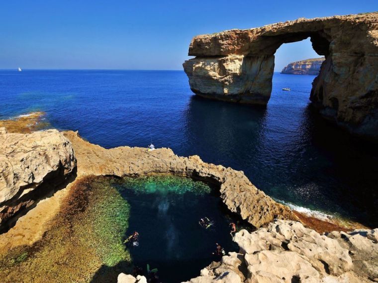 gozo-malta-diving_27045_990x742